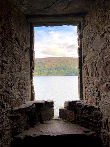 המראה מבעד לחלון הטירה