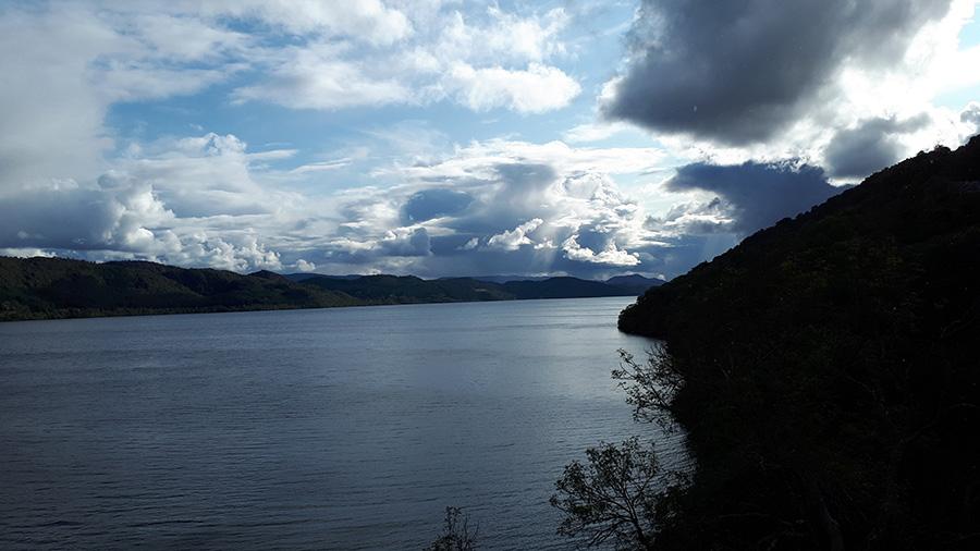 אגם לוך נס עם המפלצת (או לא)