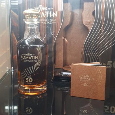 """בקבוק וויסקי בן 50 שנה במבשלת """"טומטין"""""""